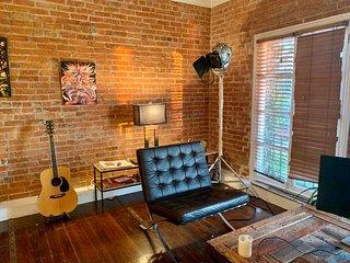 One Bedroom Exposed Brick Near Silverlake