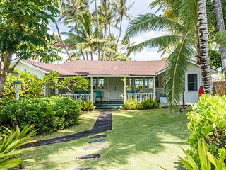 Inquire for Discounts! Beachfront Hawaiian Cottage
