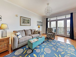 Downtown Hideaway w/ Private Balcony - Walk to Dining, Museums & Gadsdenboro
