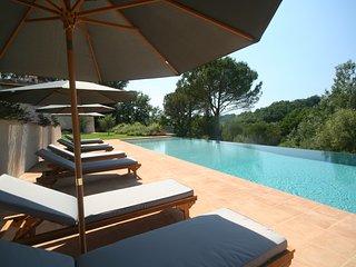 Villa Altoviti, 5 bedrooms with ensuite bathrooms. Luxury villa with pool & A/C!