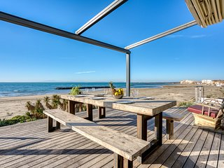 VILLA ATHENA - 400 m², sur la plage