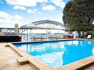 Cosy Harbourside Apartment With Bridge View Pool