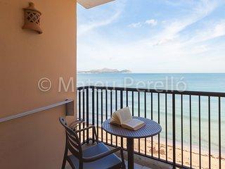 Farolas A: 2 bedroom beachfront apartment with views
