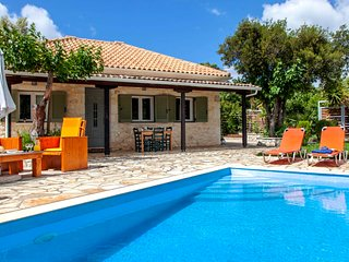 Fterno Villa Sleeps 2 with Pool Air Con and WiFi - 5827528