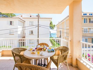 Sunny Pine walk apartment Talaia with partly sea view, just 20m from the beach