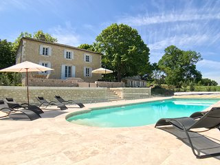 Saint-Capraise-d'Eymet Chateau Sleeps 14 with Pool and Air Con