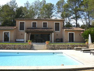 Beautiful House in the Var with Private Pool and Shared Tennis Court