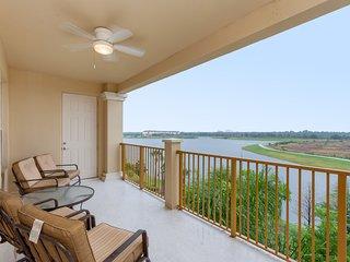 Premium Lake View Condo, Vista Cay - 1006