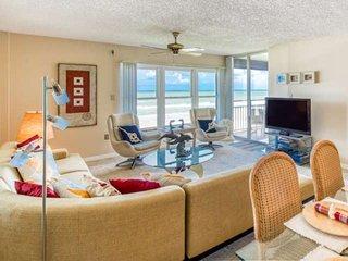 Spectacular 4th floor Ocean Views - Oceanfront Pool, Lighted Tennis, Garage, Mod