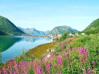 Sifjord Holiday Home Sleeps 8 with WiFi - 5808250