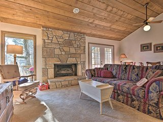 NEW! Cozy Sapphire Condo: 14Mi to Whitewater Falls