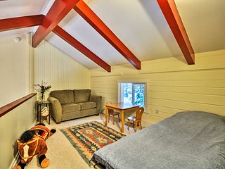 NEW! Creekside Abode Near Mt. Hood w/ Large Deck!
