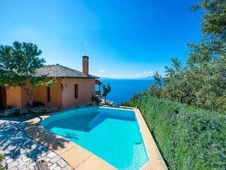 Ano Gatzea Villa Sleeps 8 with Pool