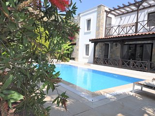 Gundogan Villa Sleeps 7 with Pool Air Con and WiFi - 5825495