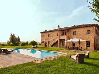 Castelfalfi Villa Sleeps 10 with Air Con and WiFi