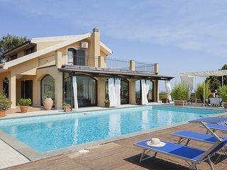 Sant'Agata Li Battiati Villa Sleeps 6 with Pool and Air Con