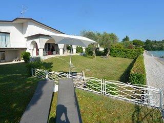Montinelle Villa Sleeps 10 with WiFi