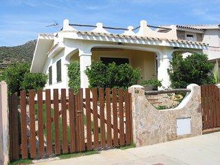 Villa singola con giardino a 150 m dalla spiaggia di Campulongu