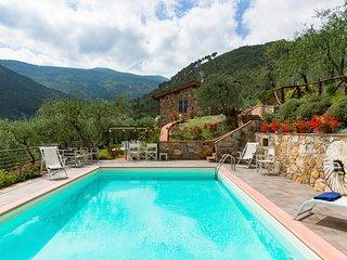 Vorno Villa Sleeps 8 with Pool and Air Con - 5825043