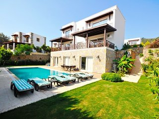 Bodrum Villa Sleeps 10 with Pool Air Con and WiFi - 5824918
