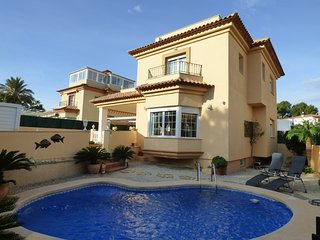 Super 3 bedroom villa with private pool in centre of Albir for 6 people