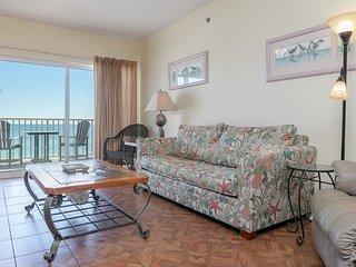 Gulf front getaway w/ panoramic beach views & a shared, heated pool