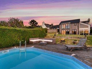 Modbury Villa Sleeps 8 with Pool - 5818371