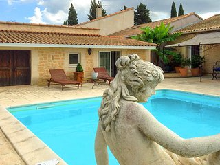 Maureilhan Villa Sleeps 8 with Pool and Air Con