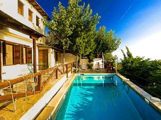 Agios Georgios Nileias Villa Sleeps 6 with Pool and Air Con