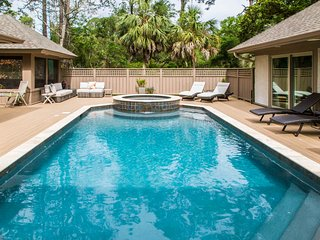Bright family-friendly escape w/ pool - close to the beach!