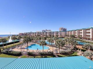 Family-friendly coastal condo with shared pool, hot tub and easy beach access!