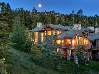 Ski-in/Ski-out, Stunning Views, Private Hot Tub, Wood Fireplace. Deer Valley