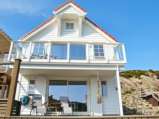 Ervik Holiday Home Sleeps 8 with WiFi