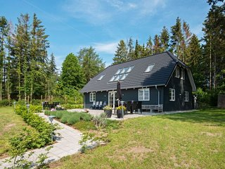 Kastbjerg Holiday Home Sleeps 10 with WiFi - 5806915