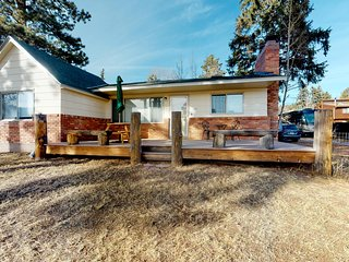 Modern & comfortable home with amazing mountain views & great location!