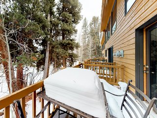Top-floor riverside condo w/loft, balcony & onsite dining - close to town & lake