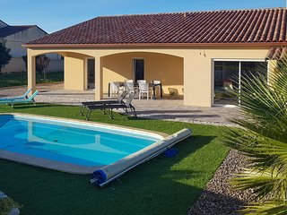 Stunning home in Quarante w/ Outdoor swimming pool, WiFi and 3 Bedrooms (FLH344)