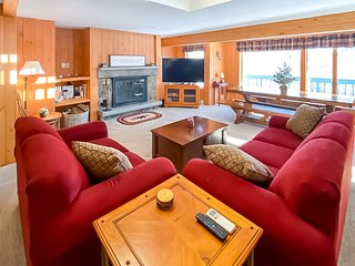 Cozy condo w/ a gas grill, wood-burning fireplace, hot tub, & free WiFi!