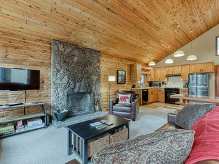 Relaxing dog-friendly home w/shared pool & hot tub, plus other resort amenities!