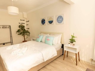 Stylish 2BR Private garden 7 min to Osmanbey Metro