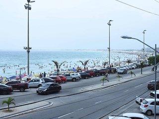 Apartamento completo em frente à Praia do Forte