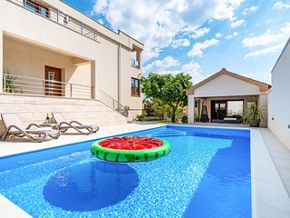 Grgomicic Villa Sleeps 8 with Pool and Air Con