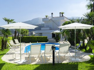 Seiano Villa Sleeps 10 with Pool Air Con and WiFi - 5826030