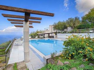 Sant'Anna Villa Sleeps 18 with Pool Air Con and WiFi - 5826029