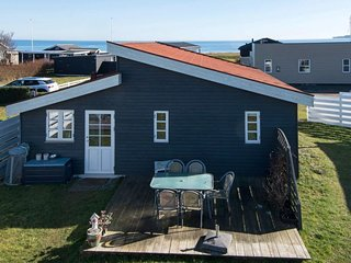 Neder Sonderby Holiday Home Sleeps 6 with WiFi
