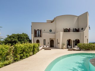 Giardini-Naxos Villa Sleeps 12 with Pool and Air Con - 5825849