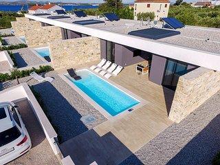 Ugrinici Villa Sleeps 6 with Pool and Air Con - 5825840
