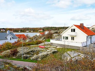 Solvik Holiday Home Sleeps 6 with WiFi - 5819430