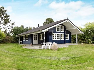 Ulstrup Holiday Home Sleeps 8 with WiFi