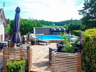 Uppharad Holiday Home Sleeps 5 with Pool and WiFi - 5818401